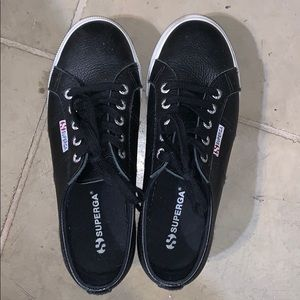Black Superga's